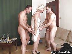 Threesome sušikti su Karštos bobutė